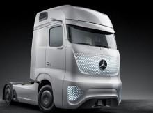 Mercedes-Benz revela caminhão do futuro com teto solar